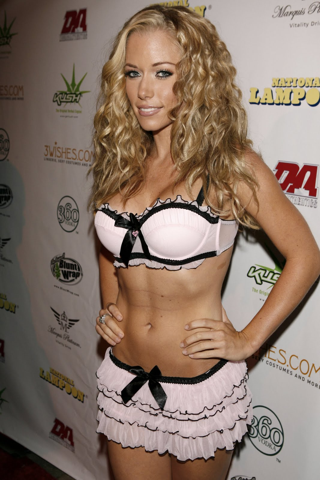 Kendra Wilkinson Sexy Pics, Hot Kendra Wilkinson Photo Gallery