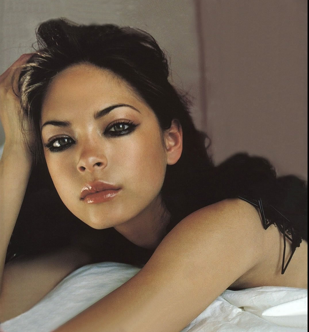 Kristin Kreuk hot photo