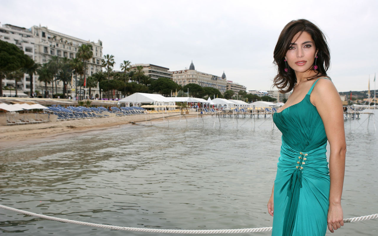 Caterina Murino hot picture