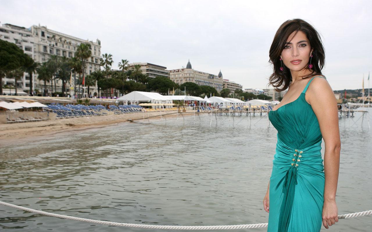 Caterina Murino hot picture