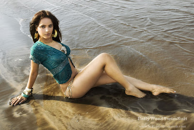 Neetu Chandra hot photo