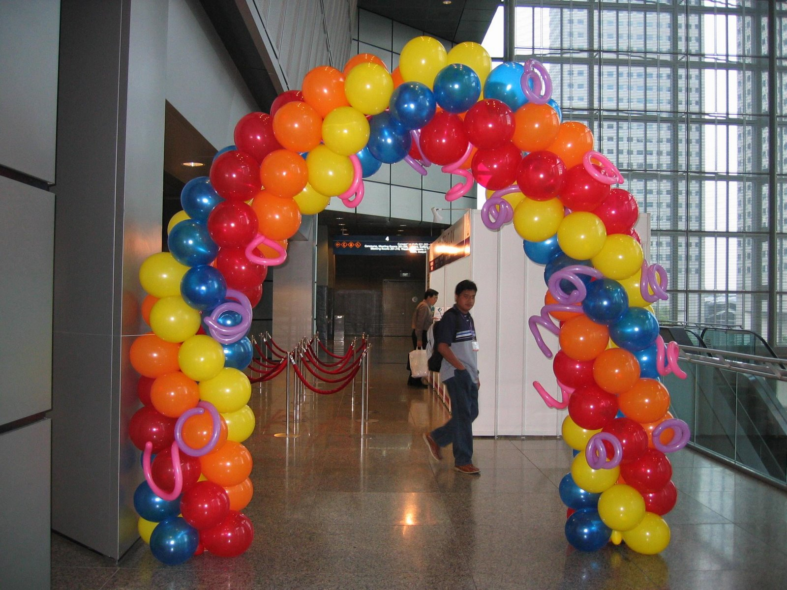 The party company exciting ways to use balloons for Balloon decoration companies
