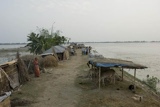 Shelter on embankment, Hatibandha Upazila, Lalmonirhat District (Photo: Shehab DRIK/Concern Sept 07.)