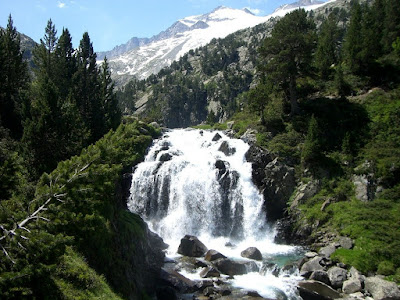 The Aigualluts falls and the Aneto peak