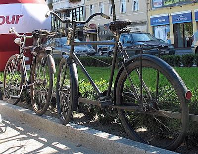 Stanowisko konkursowe - rower na piątkę. Stare rowery