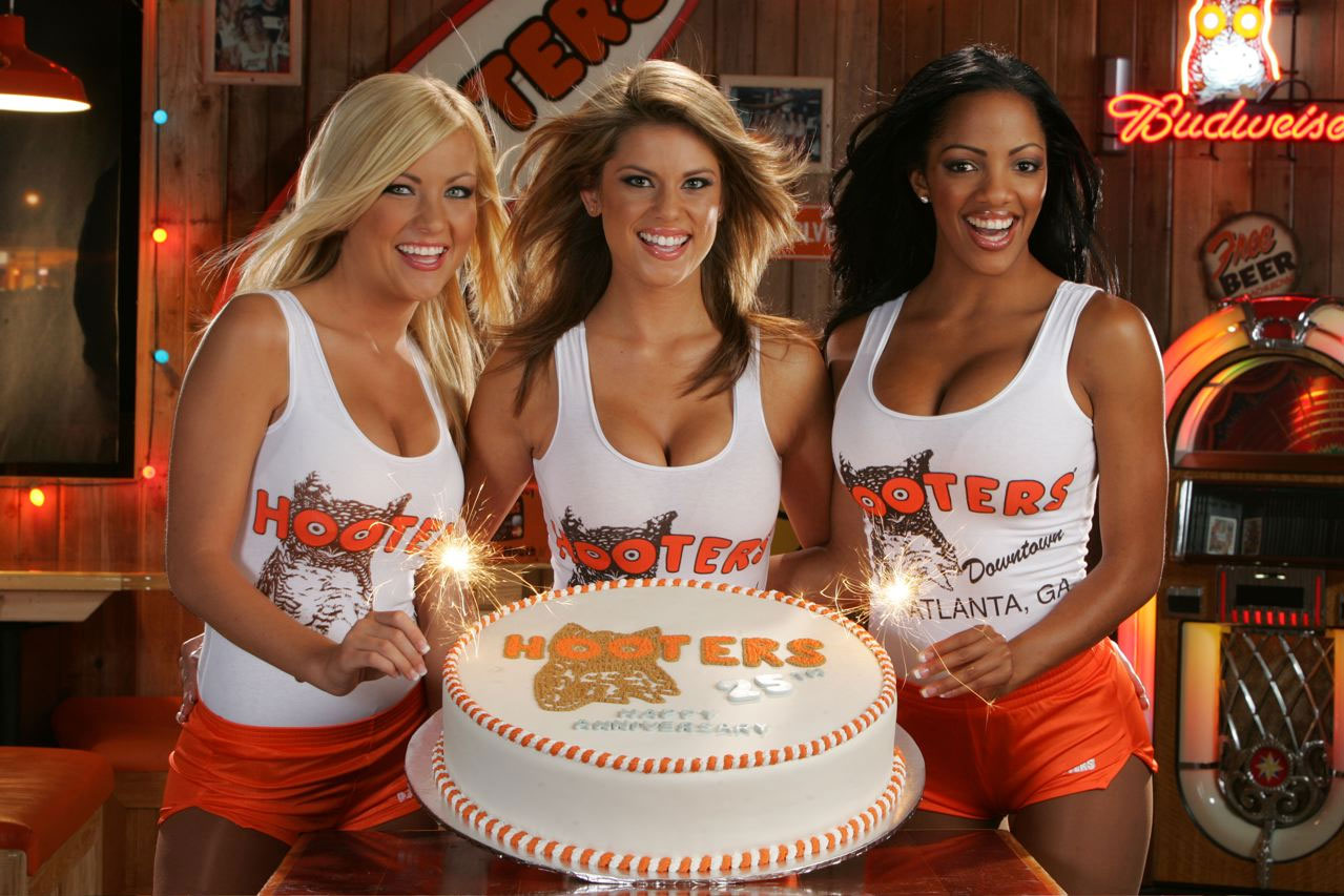 dating-a-hooters-waitress