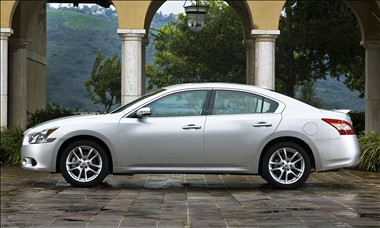 Nearly Nissan Maxima 3.5 2010 Introduced In Automobile Market.We Provide  Full Features And Specifications Of New Nissan Maxima 3.5 2010.