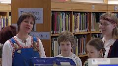 13.3. Martin kirjastossa kuultiin pienen kirjastokuoron esityksiäkin...