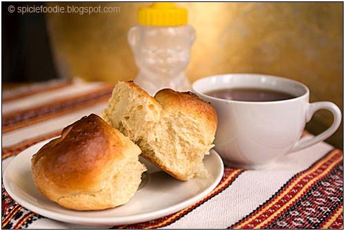 rolls with honey