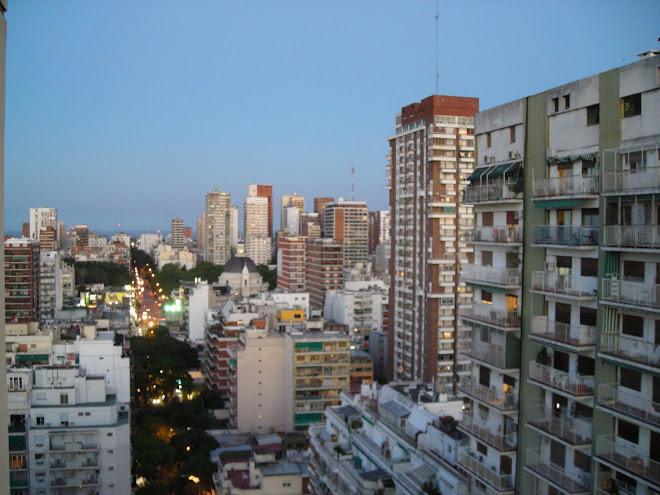A lo lejos, el Río de la Plata