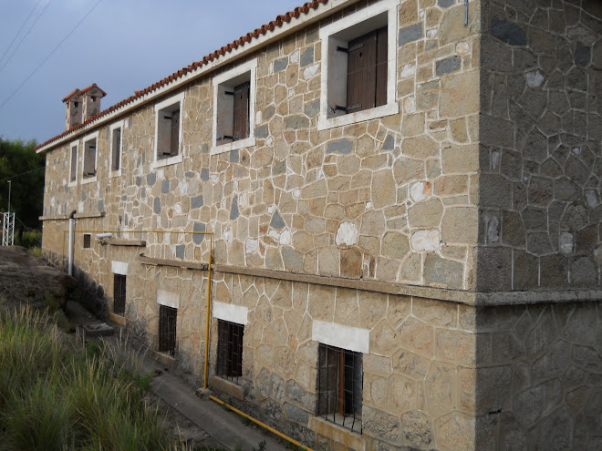 Costado del Hotel El Cóndor