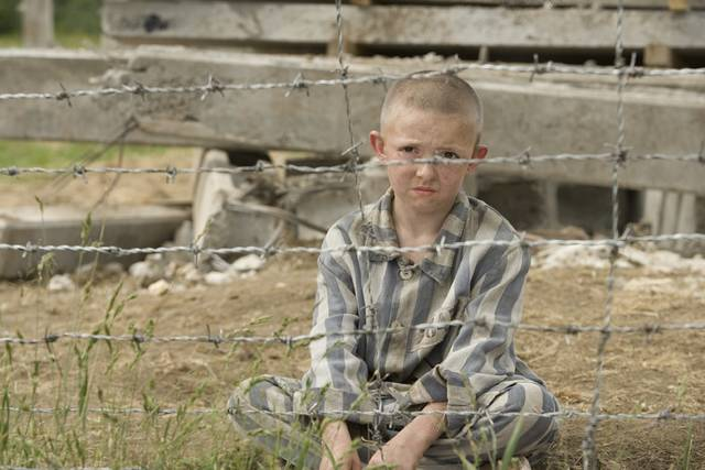 Quiz cinematografico (parte quarta: pagine 301 - 400) Il_bambino_con_il_pigiama_a_righe-1