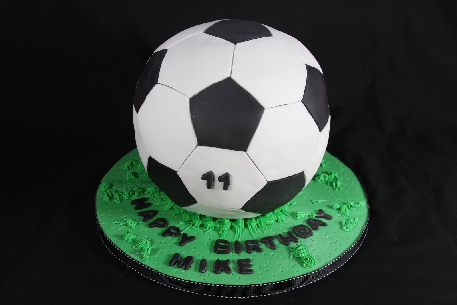 Images Of Soccer Ball Cake : Soccerball Cake Cakes n Goodies