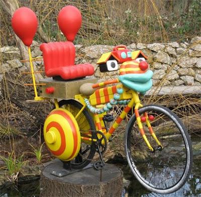 la curiosa bicicletta colorata che abbiamo visto allo zoo di Vienna