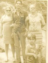tia Joaquina, tio Antonio e mamãe