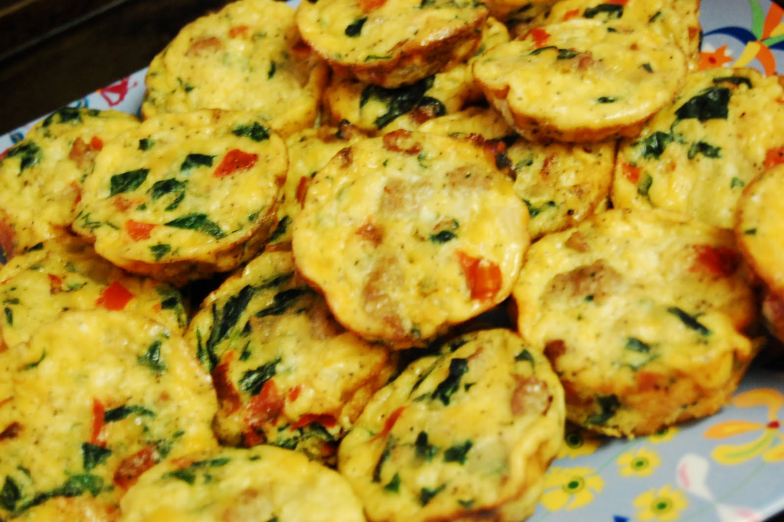 Frittata 'cupcakes' with spinach, sausage, red pepper & cheddar}