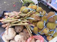 brunei - Durian kuning, ubi, lengkuas?
