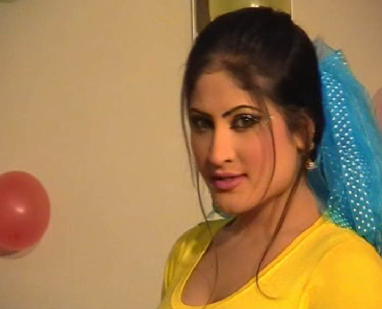 Salma Shah Six Video http://semonoiku.blogspot.com/2010/05/new-photos-of-salma-shah-pashto-actress.html