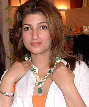 Twinkle+Khanna+New+(3) jizz gay cum whore 2.jpg