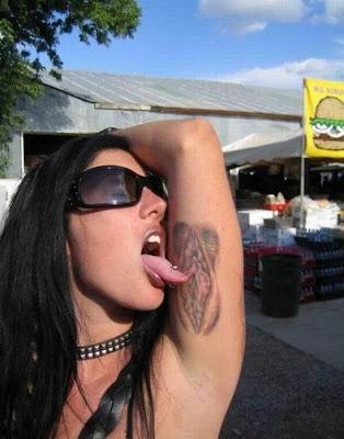 libros tatuajes. Por el umbral de percepción normal, con un tatuaje grueso  bueno más bien