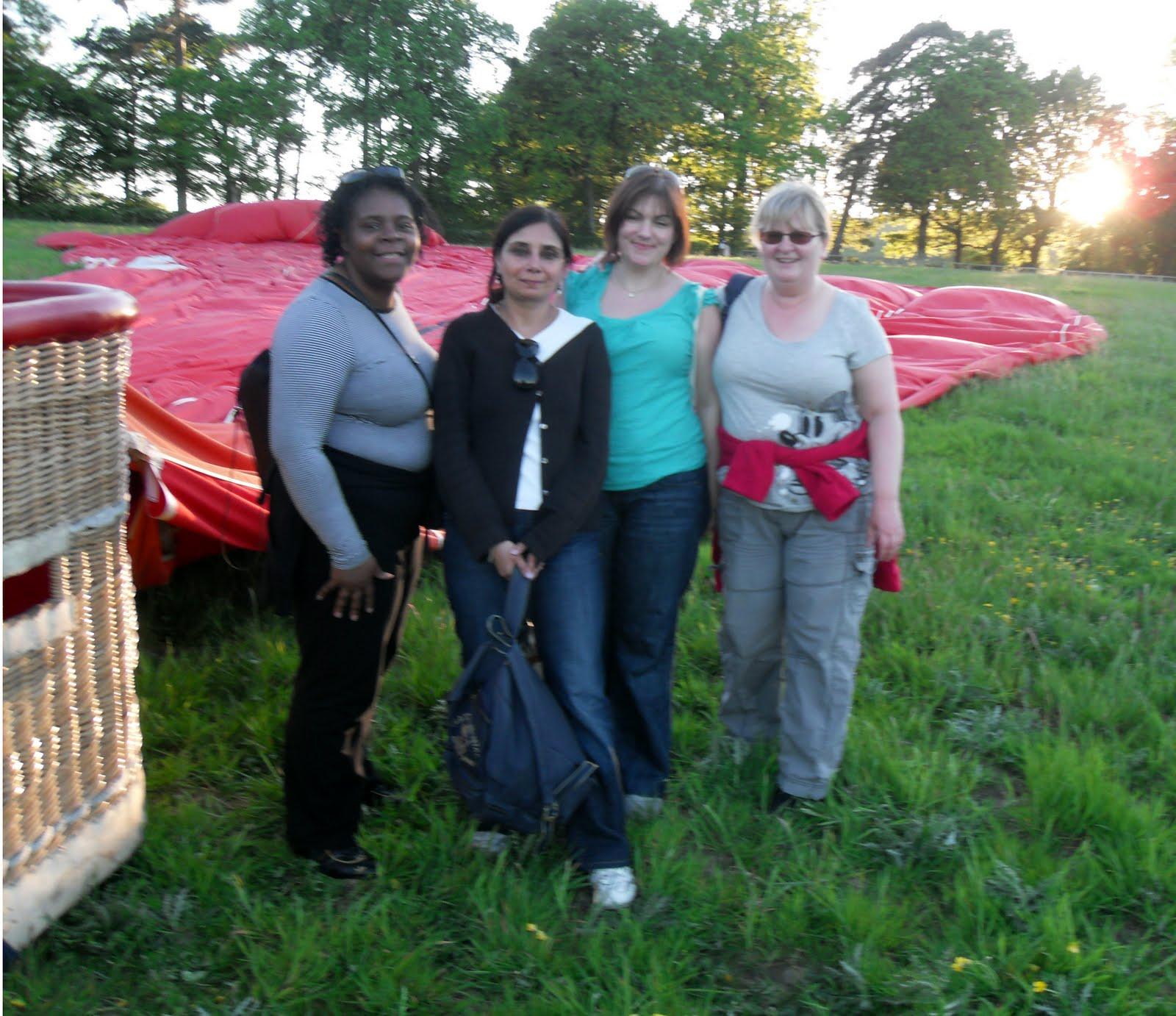 http://4.bp.blogspot.com/_7ECZ30FaKzg/TDl99l6eFFI/AAAAAAAAAAk/QRKd7V9lHTo/s1600/The+eagle+has+landed+-+Sandra,+Kam,+Rochelle+and+Lynne.jpg