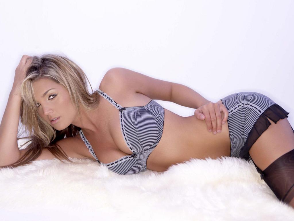 http://4.bp.blogspot.com/_7FfPYRI8DqI/TJXZSQkPB_I/AAAAAAAAC24/4iRvJIMYaEQ/s1600/Danielle+Lloyd+%282%29.jpg