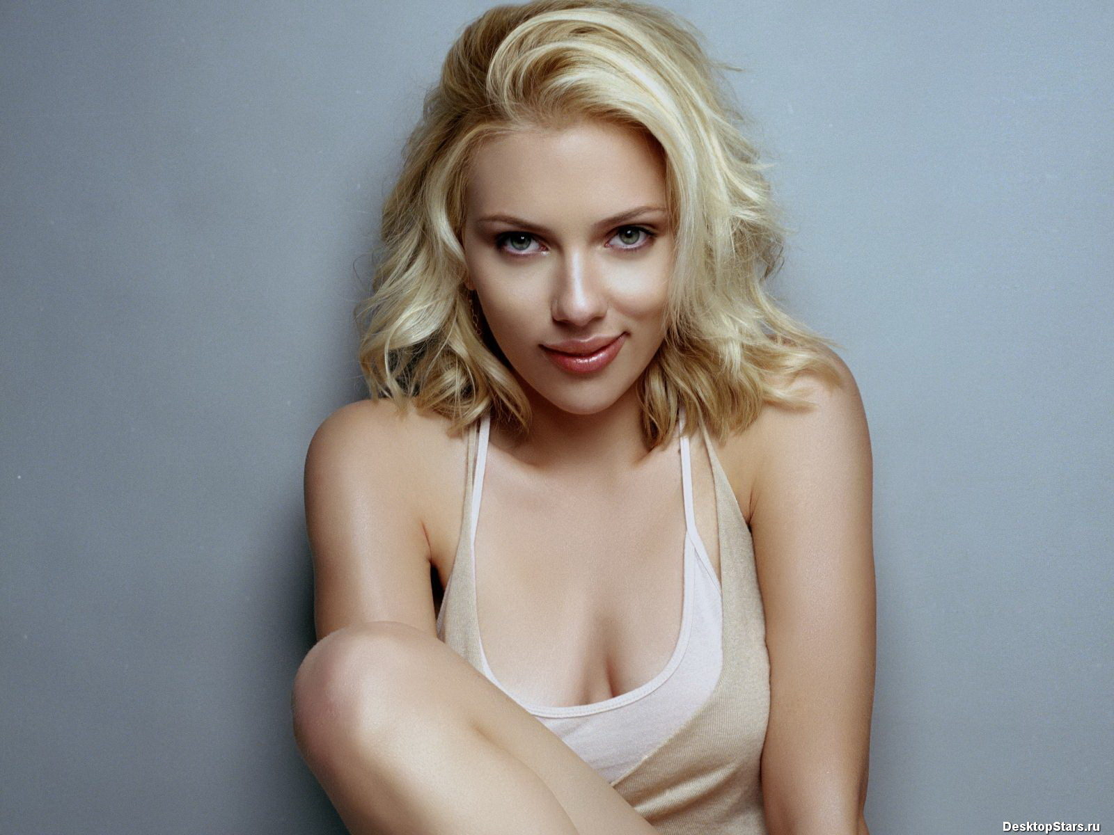 http://4.bp.blogspot.com/_7HNAy3_ifGg/TAyW10tGeNI/AAAAAAAADfk/Oi4SgOdi0Bk/s1600/Scarlett-Johansson-1600x1200-003.jpg