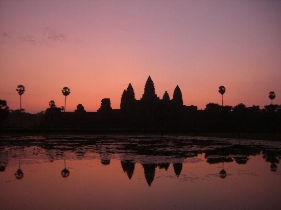 les merveilles de danielle cambodge le coucher du soleil angkor. Black Bedroom Furniture Sets. Home Design Ideas