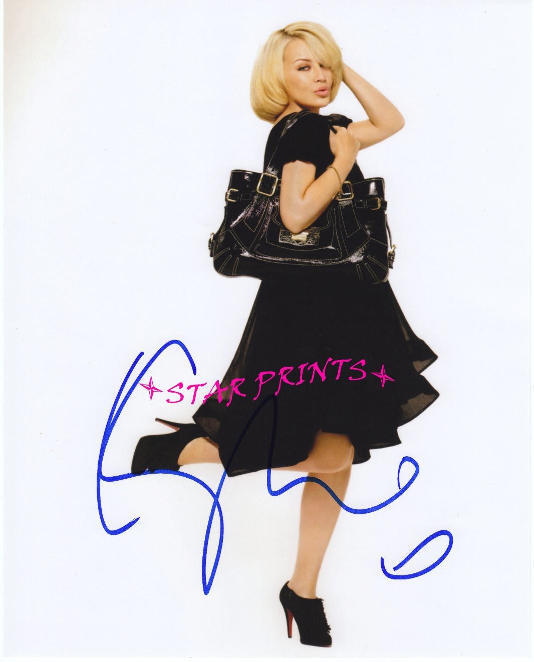 http://4.bp.blogspot.com/_7Jc7ZZC_PyM/TTSZUbnt5PI/AAAAAAAAAYg/_MizkEqmMas/s1600/Kylie+Minogue+2009+copy.jpg