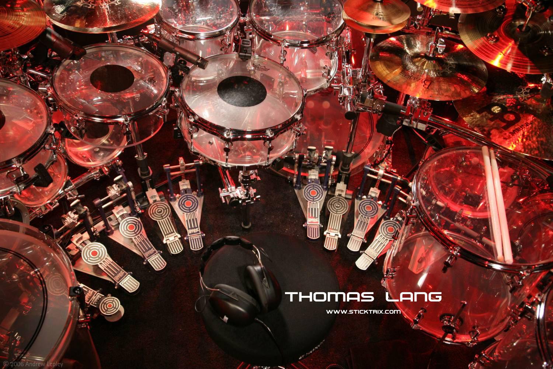 http://4.bp.blogspot.com/_7Jhfoy30Jb8/TEe2x7jzV1I/AAAAAAAAAFs/1PqhF3F5G-k/s1600/Wallpaper3_ThomasLang.jpg