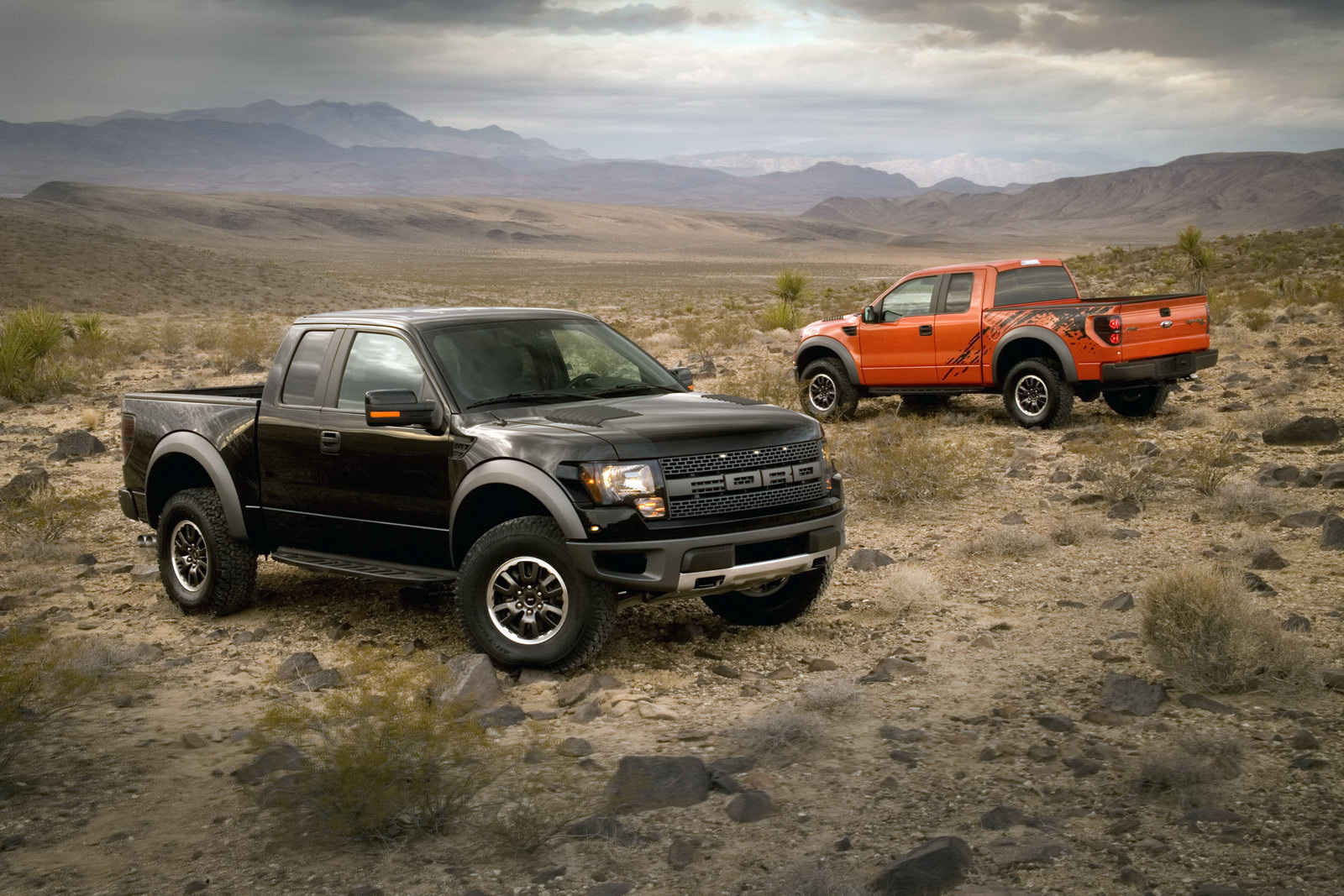 motor mania buzz ford f 150 svt raptor proves popular u s. Black Bedroom Furniture Sets. Home Design Ideas