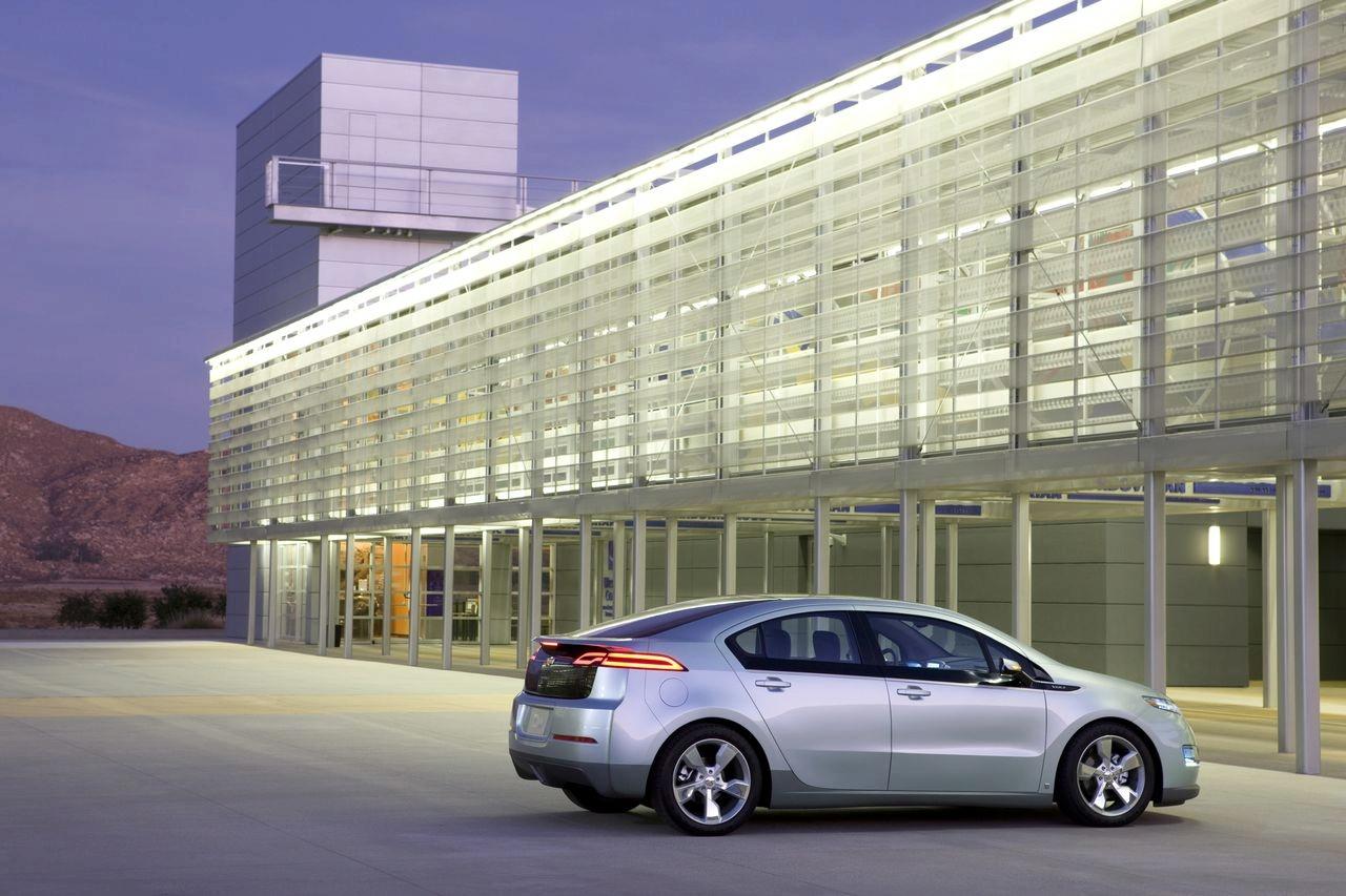 http://4.bp.blogspot.com/_7LQxj656qB0/TAzs_YGManI/AAAAAAAAHTc/34xhrRHJEUA/s1600/2011+Chevrolet+Volt+2.jpg