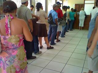 Standing in line, Honduras