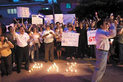 Honduran anti-Zelaya protesters at UN