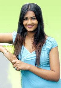 Sexy Lankan Actress Piumi Purasinghe