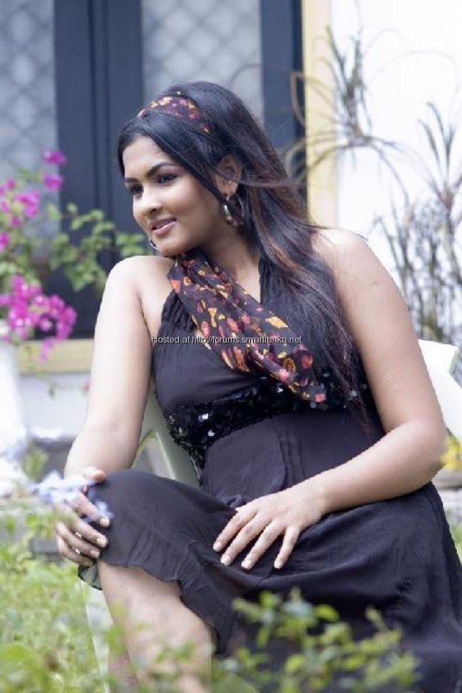 [Sexy-Lankan-Actress-Piumi-Purasinghe-100.jpg]