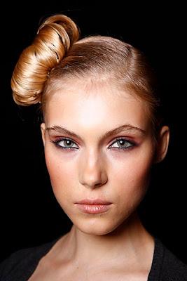 прически и макияж великие луки