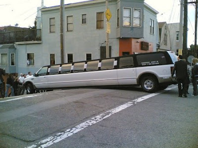 Ford_Excursion_stretch_limo_stuck_on_hill.jpg