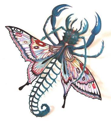 Escultura em papel lembra simultaneamente uma borboleta e um escorpião.