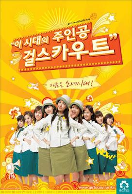 Grupo musical de meninas coreana caracterizado de escoteiras.