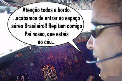 Comandante na cabine de controle do avião começa a rezar ao entrar no espaço aéreo brasileiro
