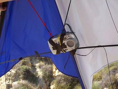Preparando equipamento para fotografia aérea amadora.