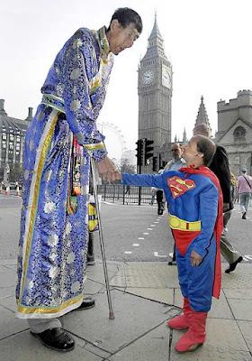 Em Londres, como relações públicas da China.