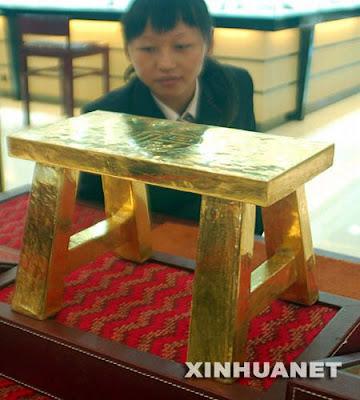 Banquinho de 50 quilos de ouro