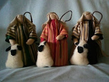 Set of three shepherd shelf sitters