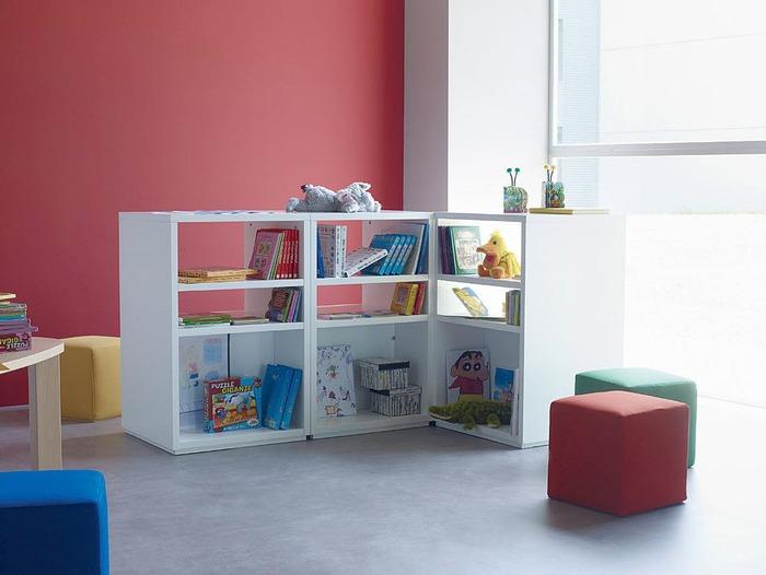 El cuaderno del decorador dormitorio infantil peque o - Estanterias para bebes ...