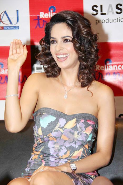 mallika sherawat at reliance trends