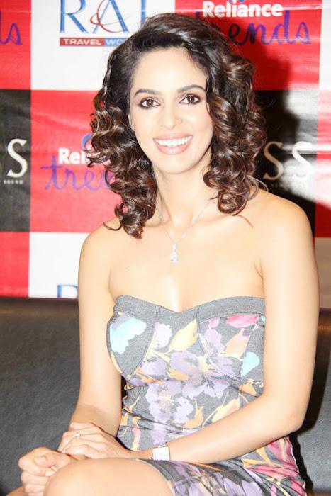 mallika sherawat at reliance trends hot photoshoot