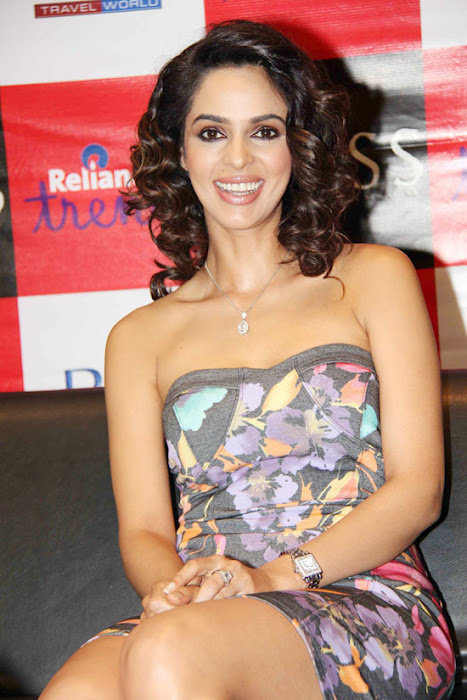 mallika sherawat at reliance trends glamour  images