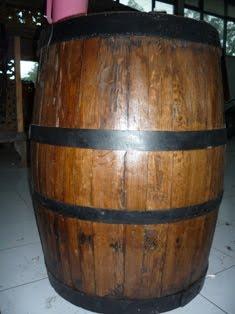 Tong Kayu Tempat Botol Minuman